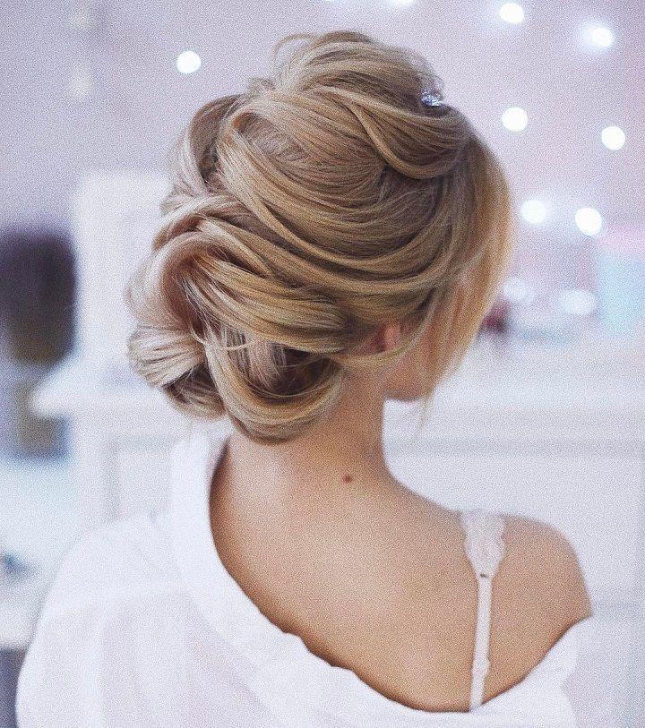 Loose updo wedding hairstyle #weddinghair #weddinghairstyles #frenchtwisthair #updos #chignon #hairstyles