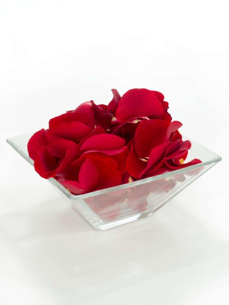 Frische Streublumen für die Hochzeit oder als Tischdeko - echte Blütenblätter in Rot sorgen für eine festliche und romantische Atmosphäre zu jedem Anlass.  Eine Einheit entspricht einem Volumen von 0,5 Litern - dies ist etwa die Menge, die zum Streuen für eine Person eingerechnet werden …