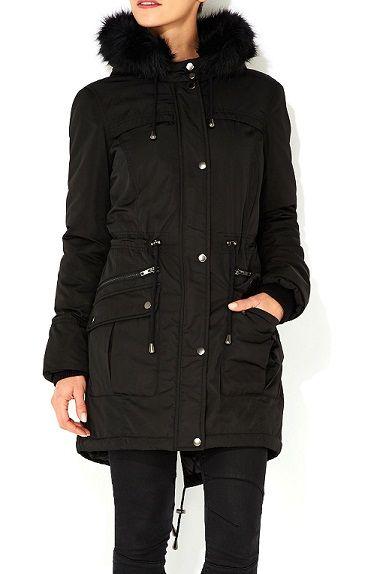 Restez au chaud en toute élégance cet hiver grâce à cette #parka noire avec fourrure à la capuche #LeGuide #Wallis