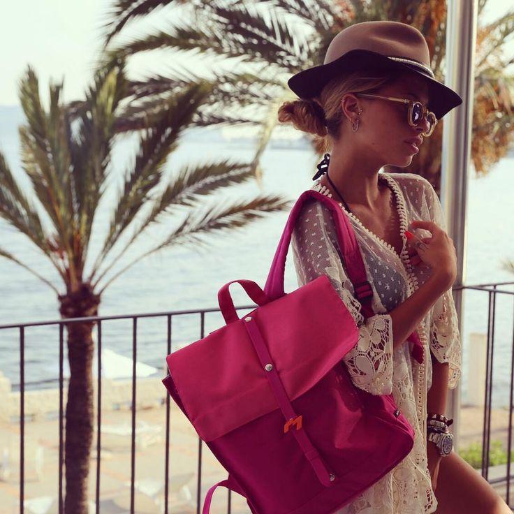 Qualche giorno fa aveva scelto la Natwee Bag Yellow per uno stile sporty; oggi Chiara Nasti porta con sé la Natwee Bag Fuxia in vacanza a Ibiza, per un look all'insegna del relax ma sempre glamorous e assolutamente chic.  Raccontaci il tuo stile e qual è la Natwee Bag che preferisci per completarlo. Scoprile tutte su http://natwee.com/.  @chiaranasti