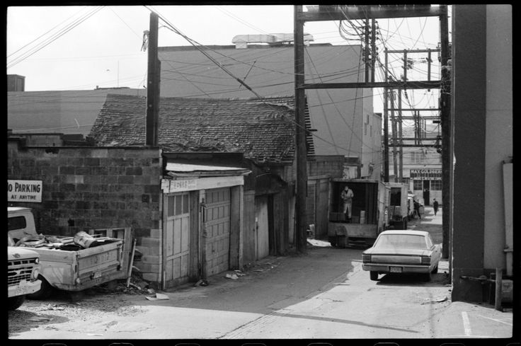 Alley in Strathcona VPL Accession Number: 87013E Date: April 1972 Photographer/Studio: Lang, Curt. http://www3.vpl.ca/spe/histphotos/