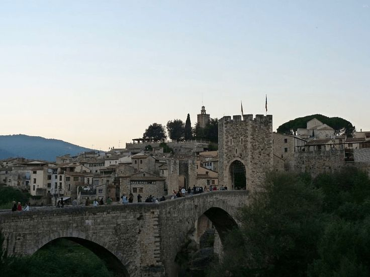 Besalú, viajar al Medioevo y volver a Barcelona en un mismo día