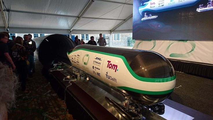 Delft Hyperloop wordt startup met investering van de NS  Kun je over tien jaar met de hyperloop van Eindhoven naar Amsterdam? Als het aan de NS ligt wel. Het spoorbedrijf investeert namelijk300.000 euro in de ontwikkeling van de hyperloop een futuristisch vervoersmiddel waarbij capsules met een snelheid van ruim 1000 km/u door een vacuümbuis razen.Het investeringsfonds UNIIQ uit Zuid-Holland draagt een zelfde bedrag bij. Dat geld gaat naar HARDT een nieuwe startup die voortkomt uit Delft…