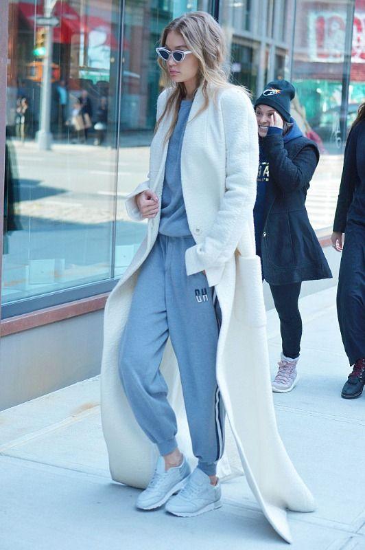 Není pochyb o tom, že modelka Gigi Hadid je stylová ikona. My jsme si ji zamilovali hlavně pro její nenucené, ale zároveň trendy kombinace. Jak na ně?