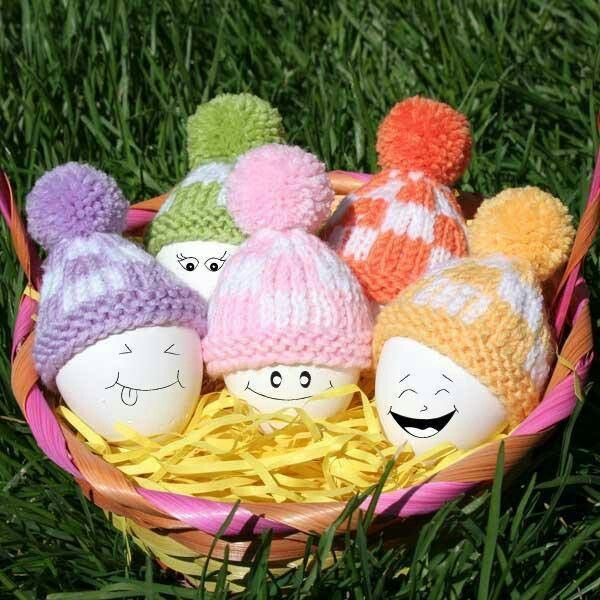 Easter eggs with mini crochet hats..adorable.