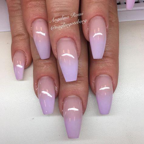 Pastell lila ombreförstärkning på naturlig nagel