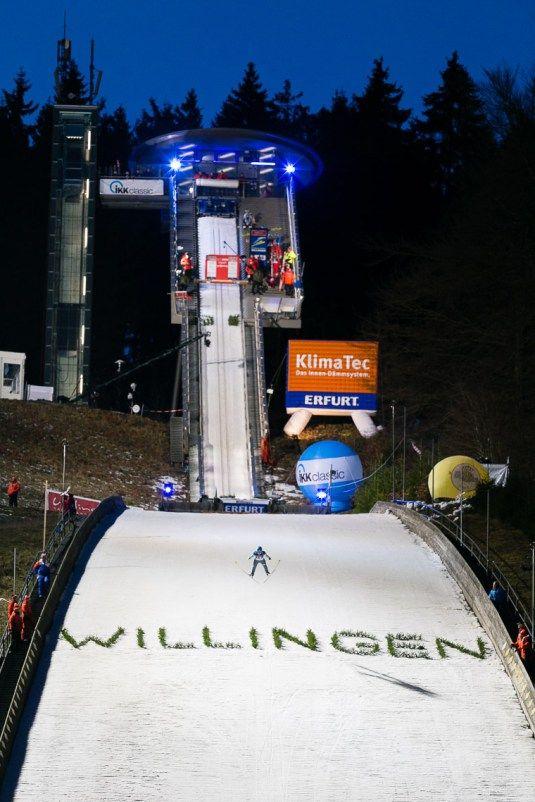 Skispringer auf der Mühlenkopfschanze in Willingen / Hochsauerland beim Weltcup FIS Skispringen | Fotograf Kassel http://blog.ks-fotografie.net/pressefotografie/skispringen-fis-weltcup-willingen-2016-fotojournalist/