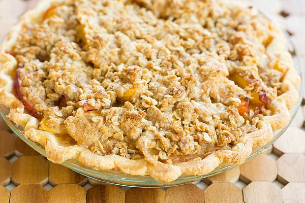Peach Crumble Pie Recipe on @Michelle (Brown Eyed Baker)