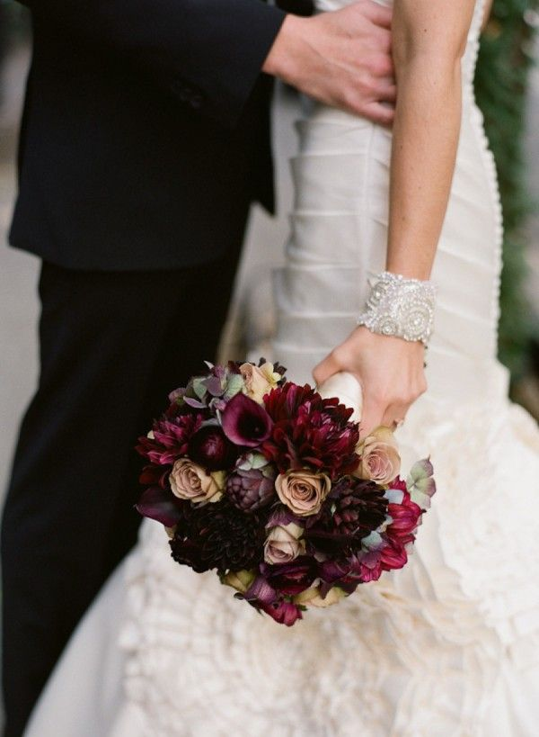 vestido-de-novia-con-ramo-de-naturaleza-muerta-2.jpg (600×819)