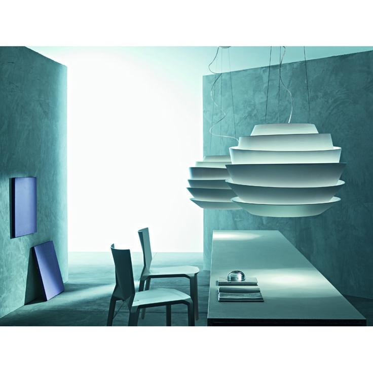 Le Solei pendel fra Foscarini er en energirik taklampe for det moderne hjemmet. Lampen er laget i po...