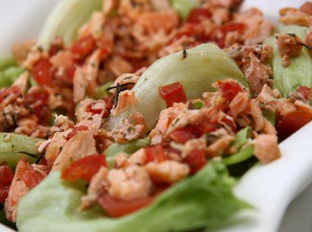 Salada de Salmão - Veja como fazer em: http://cybercook.com.br/receita-de-salada-de-salmao-r-1-607.html?pinterest-rec