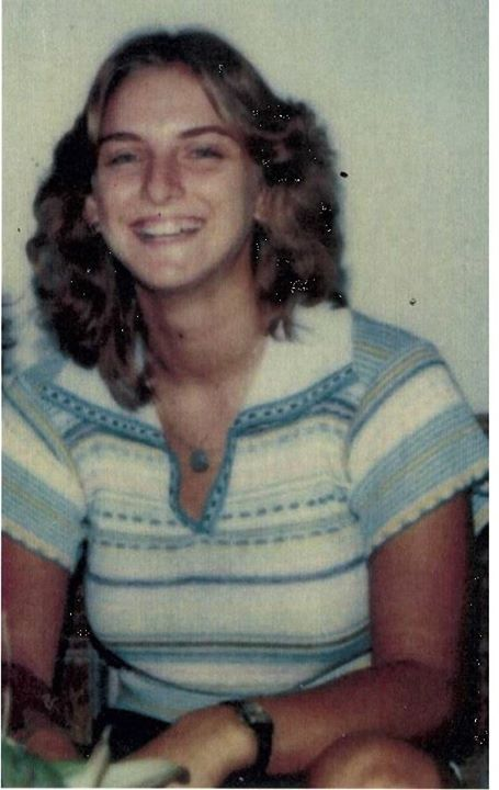 "SEEKING PUBLIC ASSISTANCE ON COLD CASE HOMICIDE  36 Years ago, 20 year old Robin Gisela Brooks was discovered dead in her apartment. Robin recently moved into the complex and was scheduled to work on Thursday, April 24, 1980 at the ""Donut Time"" on Kiefer Boulevard. When she did not show up for her 4:00 pm shift, friends and co-workers went to her apartment and knocked on the door numerous times. When they did not get a response, they forced entry into the apartment.  Once inside, they found…"