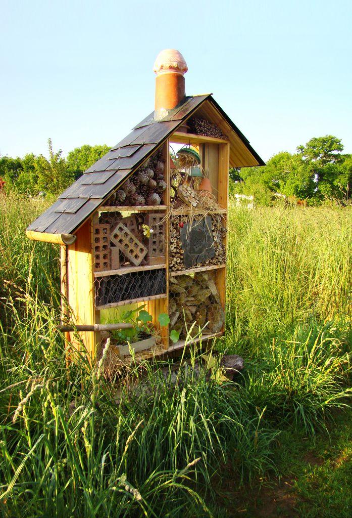 Hôtel à insectes - camping la Fontaine du Hallate en Morbihan