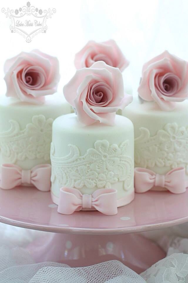 Beautiful little lace & rose mini cakes!