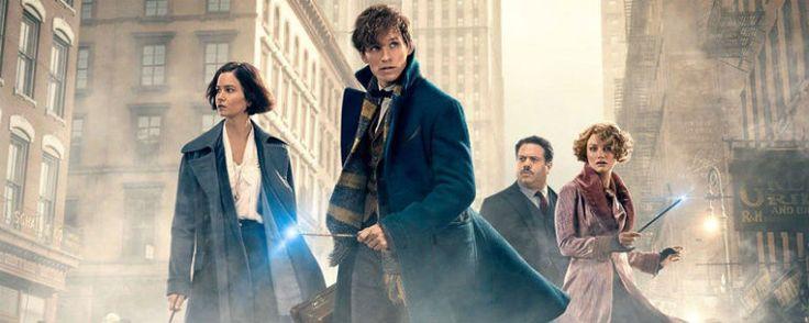 'Animales fantásticos': J.K. Rowling confirma que personaje será el protagonista de la saga  La precuela de 'Harry Potter' ambientada 70 años antes de la aparición del joven mago está protagonizada por Eddie Redmayne y Katherine Waterston. ... http://sientemendoza.com/2016/11/24/animales-fantasticos-j-k-rowling-confirma-que-personaje-sera-el-protagonista-de-la-saga/