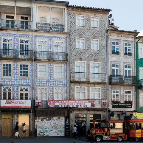 Braga | Largo do Paço, n.º 8-9 [© Libório Manuel Silva] #Azulejo #AzInfinitum #ILoveBraga