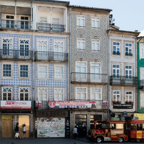 Braga   Largo do Paço, n.º 8-9 [© Libório Manuel Silva] #Azulejo #AzInfinitum #ILoveBraga