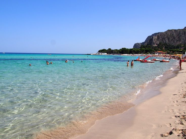 http://www.adressgirl.com/2015/11/the-famous-mondello-beach-of-sicily.html