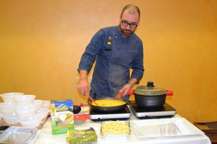 Tour Mani in Pasta: corsi di cucina sulla pasta fresca con la chef Marcello Ferrarini, a Palermo e a Trapani. Sponsorizzato dalla ditta Farabella.