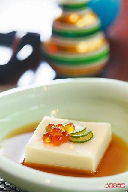胡麻豆腐120元 滑嫩中有恰到好處的胡麻香,醬汁嘗來有柴魚、昆布的鮮香。