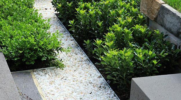 Elegant Metal Edging Offering Modern Solutions for Low Maintenance Yard Landscaping