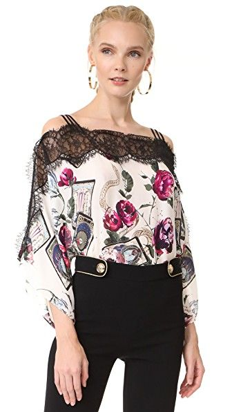 ¡Consigue este tipo de blusa estampada de ROBERTO CAVALLI ahora! Haz clic para ver los detalles. Envíos gratis a toda España. Roberto Cavalli Printed Blouse: A swingy Roberto Cavalli blouse in a vivid print. Sheer lace insets. Short kimono sleeves. Fabric: Silk chiffon. 100% silk. Dry clean. Made in Italy. Measurements Length: 26in / 66cm, from shoulder Measurements from size 40 (blusa estampada, estampada, estampado, estampados, drapeada, print, printed, bluse mit muster, blusa…