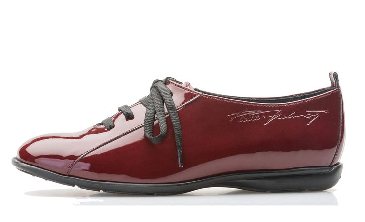 Palmroth shoe with laces red patent