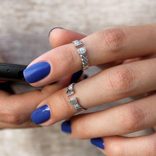 Больше одежды - не значит меньше украшений! Миниатюрные фаланговые кольца будут отлично смотреться в паре и всегда будут уместными. #jewelryukraine #kievgram #украшениякиев #украшения #украина #fashion #kievphoto #kievblog #instaukraine#jewelry #silver #украшения #ring #кольцо