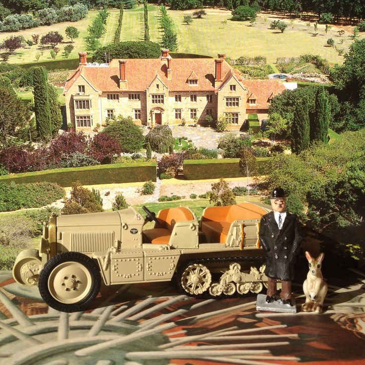 Carrick Hill talks on 'Art and Travel: a Bring me back a souvenir' • the early Citroen exhibitions across Africa and Asia in the Citroen Kegresse • Diorama by Riawati Djuwita Wed 30 April 2014 • Kenneth W Park talks 'Paris between the Wars'