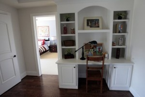 Nice built in desk!  perfect for the nook area.