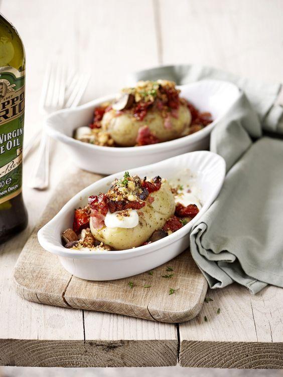 Gevulde aardappel met pijnboompitten-crumble - Libelle Lekker