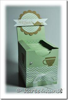 Ich wurde mehrfach nach der Anleitung für diese Teebox gefragt:  Zuerst einmal möchte ich anmerken, dass der Entwurf dieser Box NICHT von mir stammt. Ich kann euch aber leider keinen Link oder die Urh