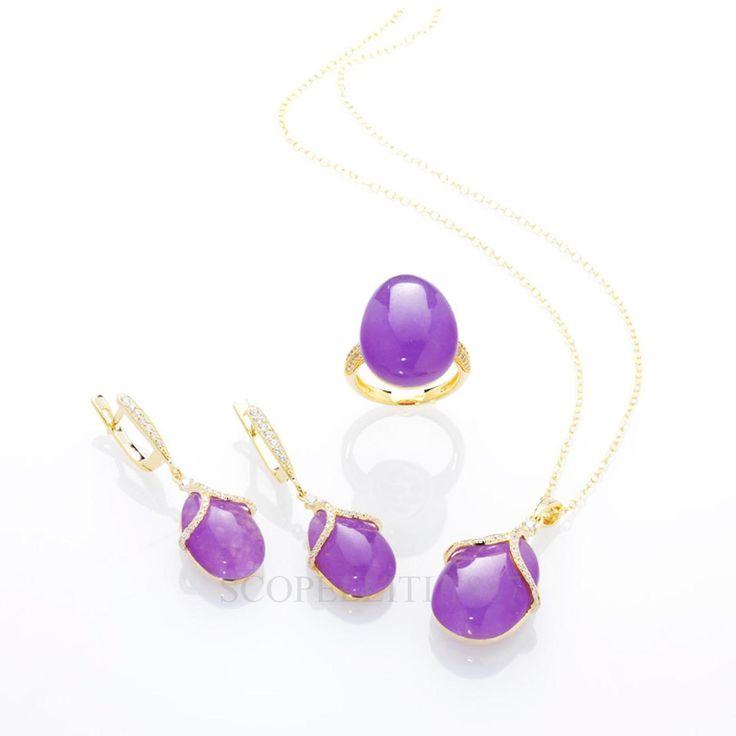 Della collezione Olga della Maison Tatiana Fabergé fanno parte due linee. La prima, completa di ciondoli, orecchini e anelli, è di una raffinatezza rara: la tenue lucentezza della pietra – si può scegliere tra il viola dell'ametista, il giallo del citrino e il grigio dell'opalino