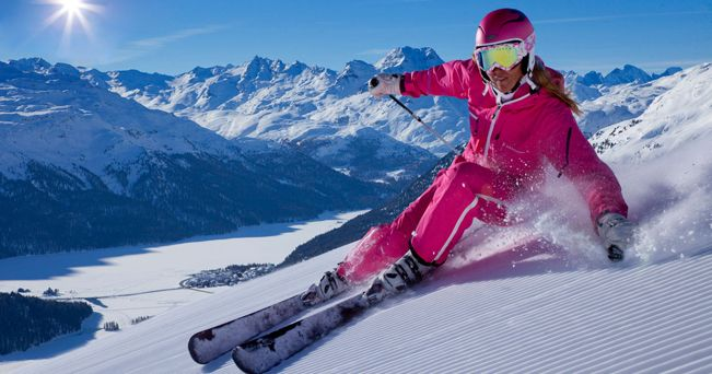 Una sciatrice in Engadina (foto Alamy/Milestone Media)