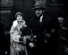 Anna Pavlova arriving in The Hague in 1927
