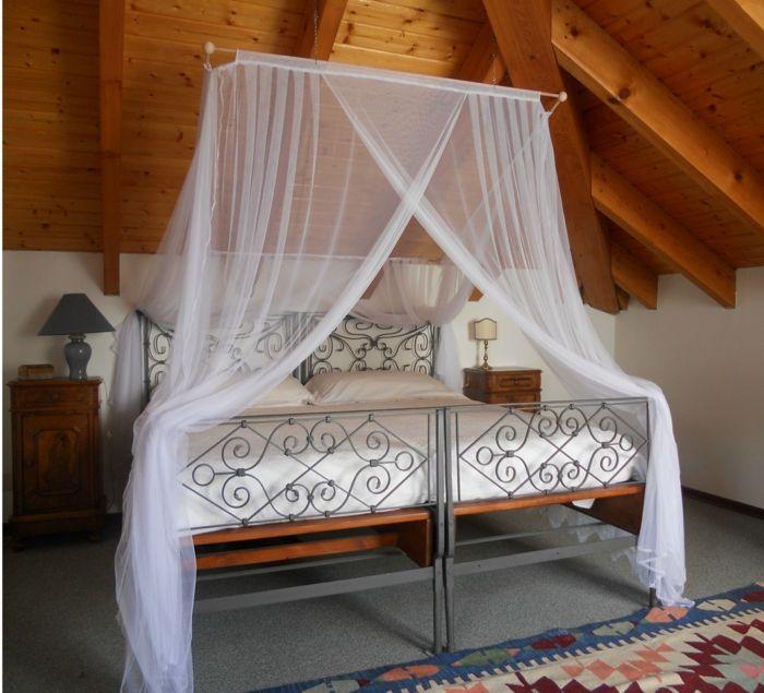die besten 25 moskitonetz bett ideen auf pinterest moskitonetz baldachin moskitonetz und vordach. Black Bedroom Furniture Sets. Home Design Ideas