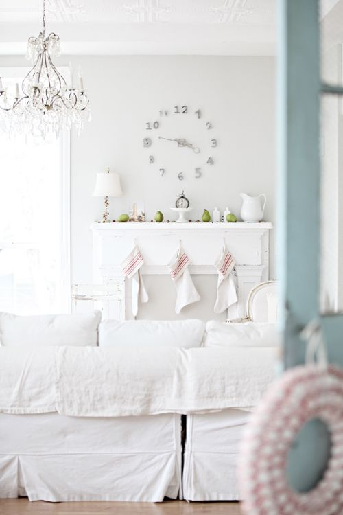 Love white on white with pop of color...ahhhhh.