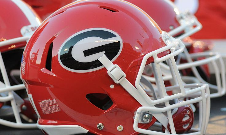 5-star RB Zamir White commits to Georgia = Zamir White, a 5-star running back and the top-ranked back in the nation overall, has committed to play football for the University of Georgia, according to Chris Kirschner of SEC Country. One scout called White.....