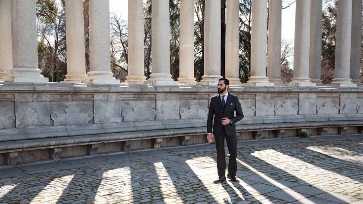At the last years it has forged a new man at Madrid, with current values, lover of technology, without losing the traditions; The Neo Castizo Gentleman.  Birdseye, Grey Suit, Tartan Vest, Sunglasses, Men, Silbon, Tie, Navy,
