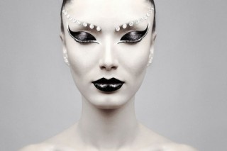 Gahmayzing! Face Makeup, Fashion Beautiful, Dramatic Eye, Black Swan, Beautiful Women, Photography Portraits, Makeup Art, Editorial Photography, Beautiful Photography
