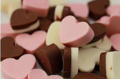 Cioccolatini colorati a forma di cuoricino