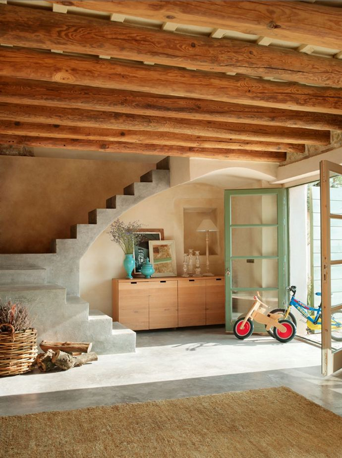 Love this. The house represents an amazing project that mixes different styles of homes, Ampurdán and Provence. In Girona, near the border of France, a couple from Barcelona bought an old barn and transformed it into a cozy home. Natural touches abound in the open living area.