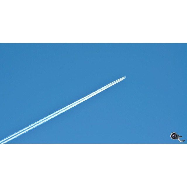 #squaready #feeling #minimal - #white #stripes on a plain #blue #canvas #sky #flying somewhere @andreaturno #andreaturno #nikontop #nikonphoto_