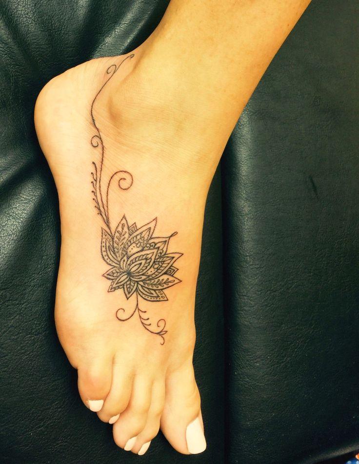tatuagem feminina pe delicada em 2020 | Desenhos de tatuagem no pé, Historia da tatuagem, Tatuagem