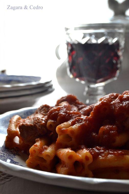 Pasta cinque buchi con stufato di carne http://zagaraecedro.blogspot.it/2013/02/pasta-cinque-buchi-con-stufato-pasta.html