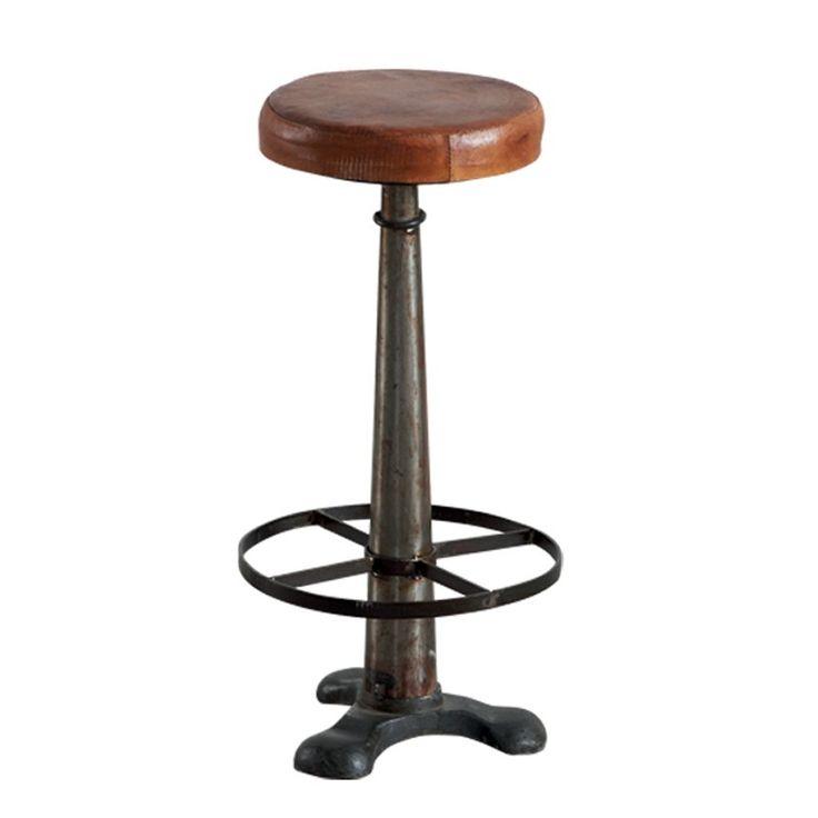 Tabouret de bar en cuir et métal http://www.maisondunreve.com/salle-a-manger/tabourets/tabouret-de-bar-en-cuir-et-metal-14958.html