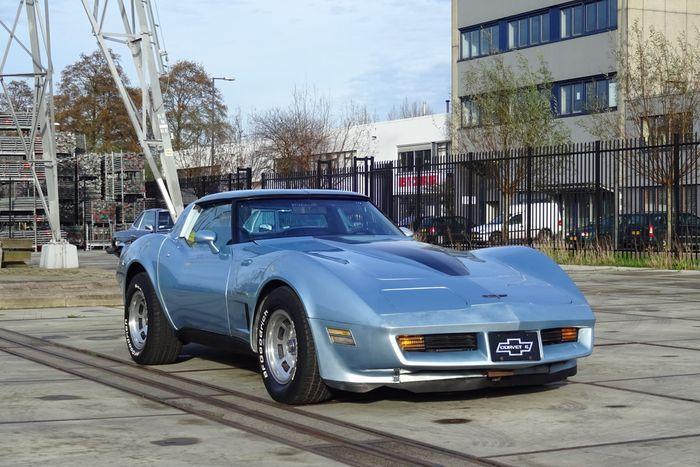 De derde generatie Corvette is gebaseerd op de Mako Shark II concept car. De C3 werd geïntroduceerd in het modeljaar 1968 en zou door lopen tot en met 1982. De C3 coupe had als eerste Corvette uitneembare T-top dakpanelen. Ook werden termen gebruikt die later zouden terugkeren, zoals LT-1, ZR-1, en Collector Edition. De Corvette C3 is steeds minder vaak te zien en begint een zeldzaamheid te worden in het straatbeeld. Het betreft hier een auto die gelijk start, netjes stationair loopt en…