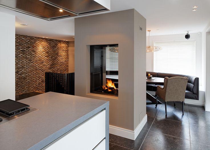 Strakke doorkijkhaard in design keuken kachel of haard in de keuken pinterest - Opening tussen keuken en eetkamer ...