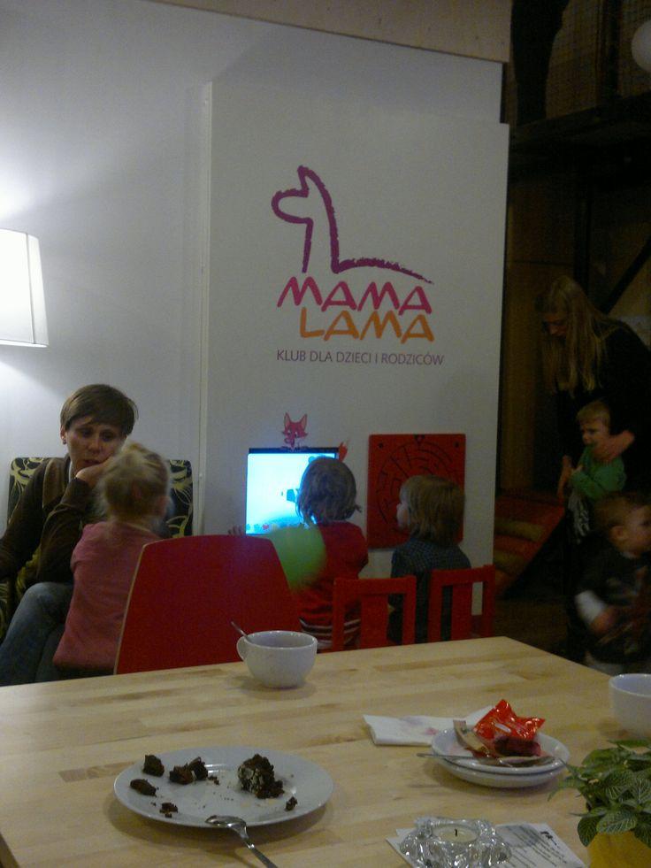 Panel w zabudowie w kawiarni dla rodziców z dziećmi. www.zabawiacze.pl