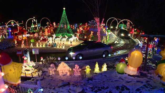 A Spectacular Christmas Light Display Is Creating A Buzz In Northeast Ohio Fox 8 Fun